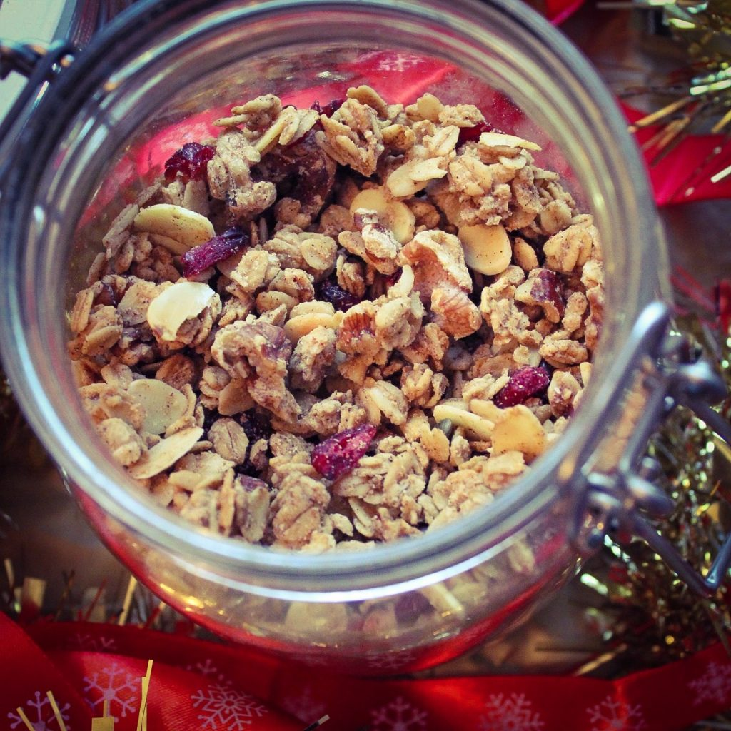 cranberry and cinnamon granola