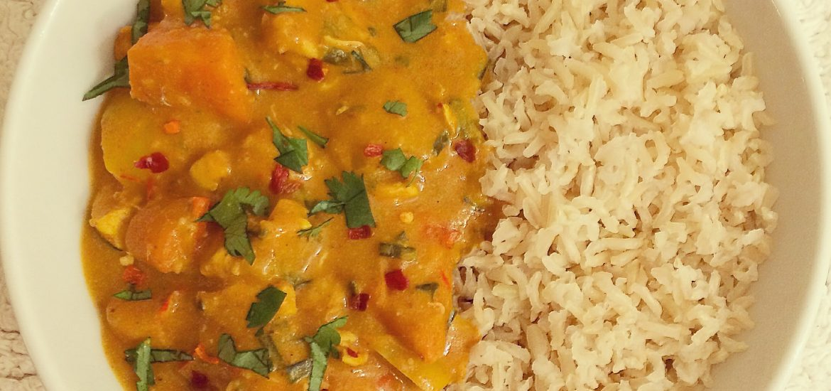 chicken in a creamy coconut and peanut sauce