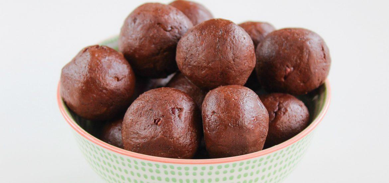 cacao & chia protein bites