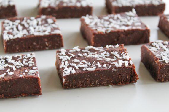 no-bake tahini & coconut fudge brownie